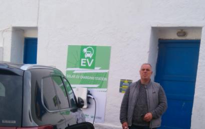 Τέθηκε σε Λειτουργία στην Τήλο ο Πρώτος Ηλιακός Σταθμός Φόρτισης Ηλεκτρικών Οχημάτων σε Ελληνικό Νησί